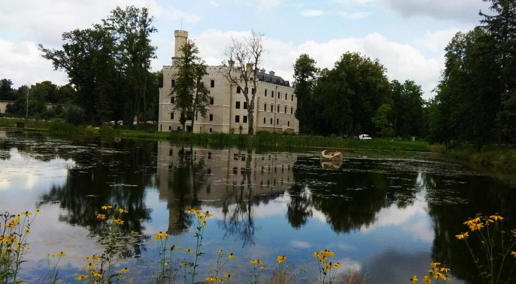 Zamek w Karpnikach Kotlina Jeleniogórska