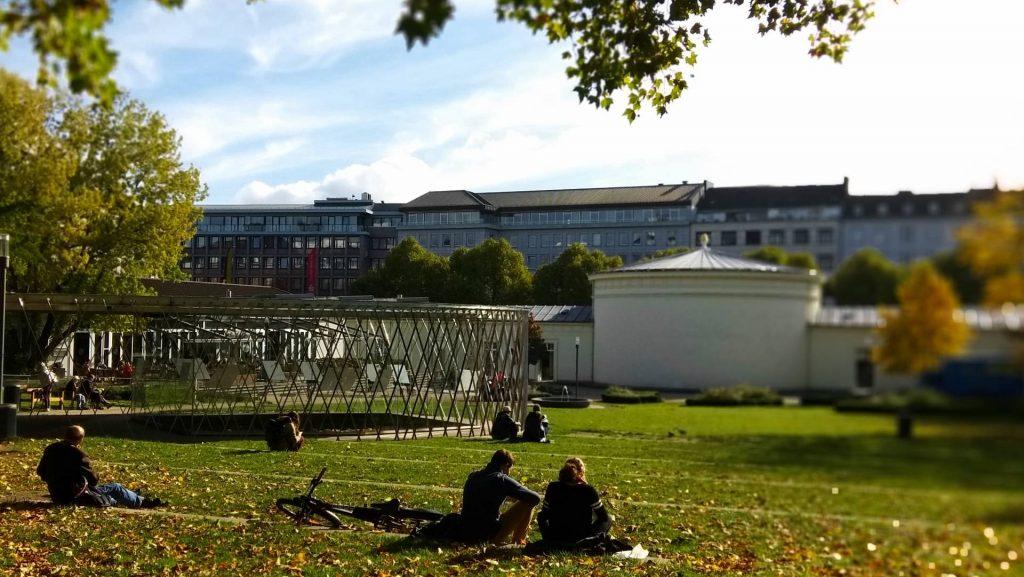Aachen Akwizgran atrakcje Elisenbrunnen zwiedzanie zwiedzać park