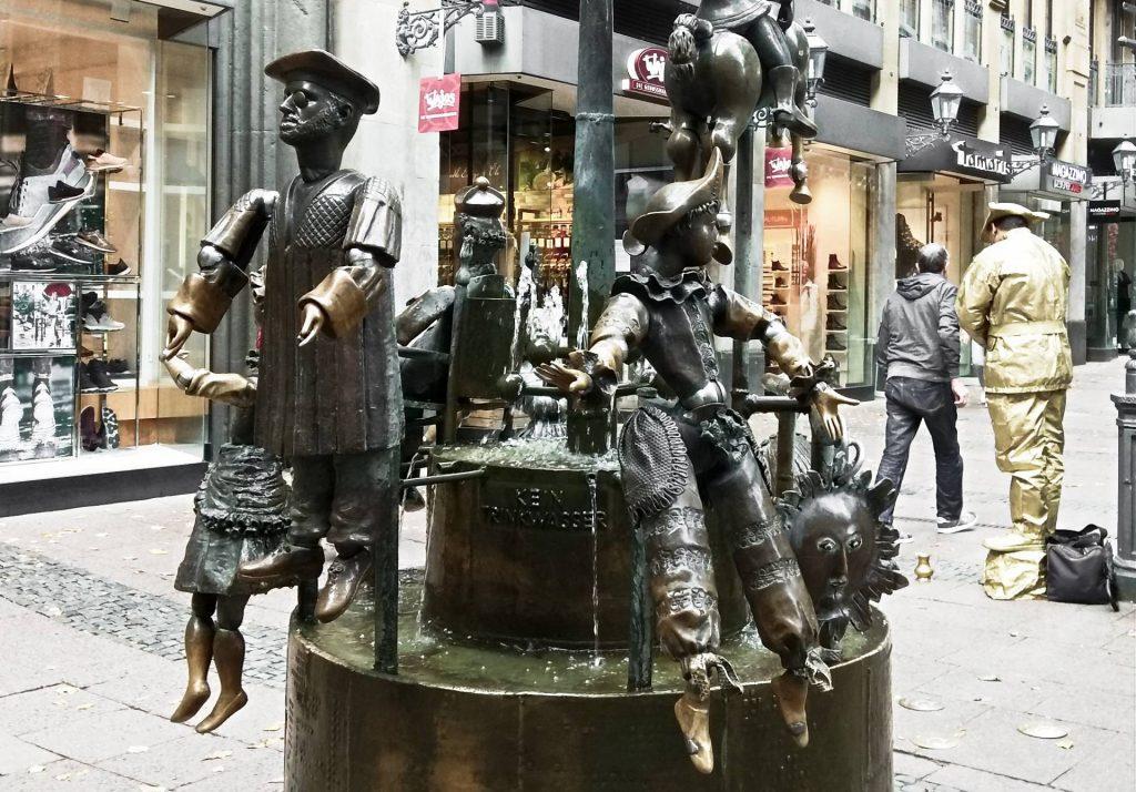 Aachen Akwizgran zwiedzać zwiedzanie atrakcje turystyczne fontanna lalki