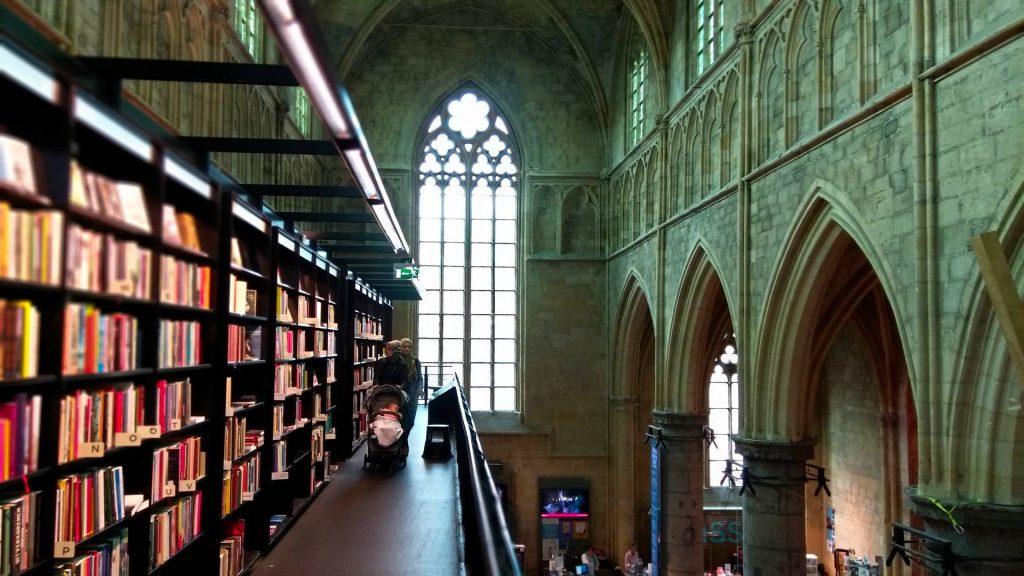 najpiękniejsza na świecie księgarnia w kościele Maastricht Holandia
