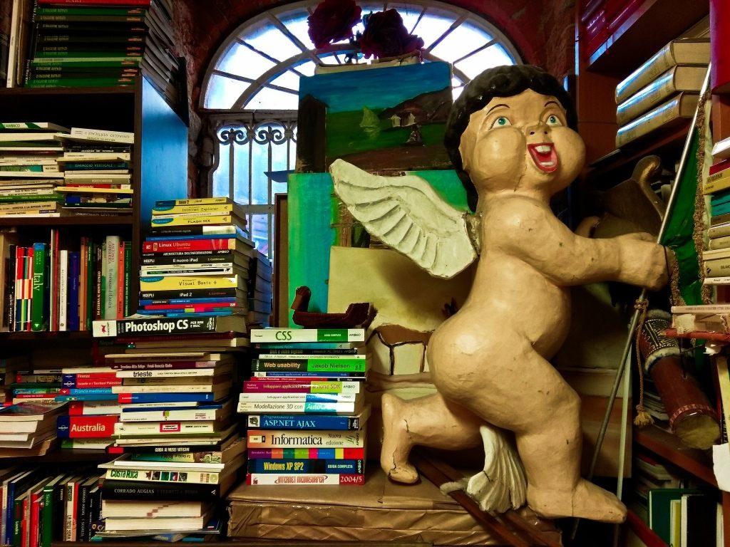 Księgarnia Libreria Acqua Alta w Wenecji Włochy