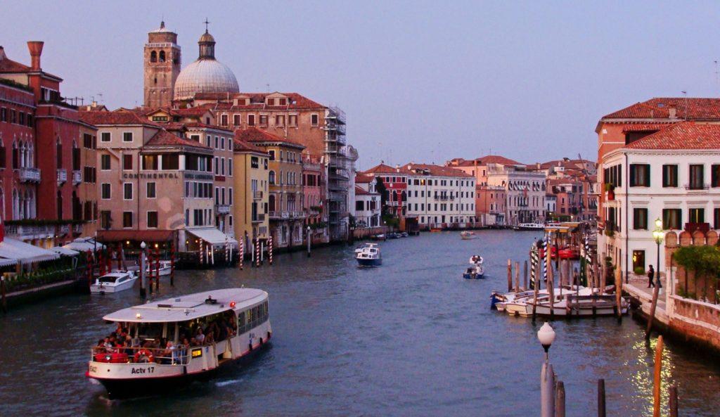 Zwiedzanie wysp Laguny Weneckiej. Atrakcje Burano. Co robić w Wenecji. Autobus wodny w Wenecji