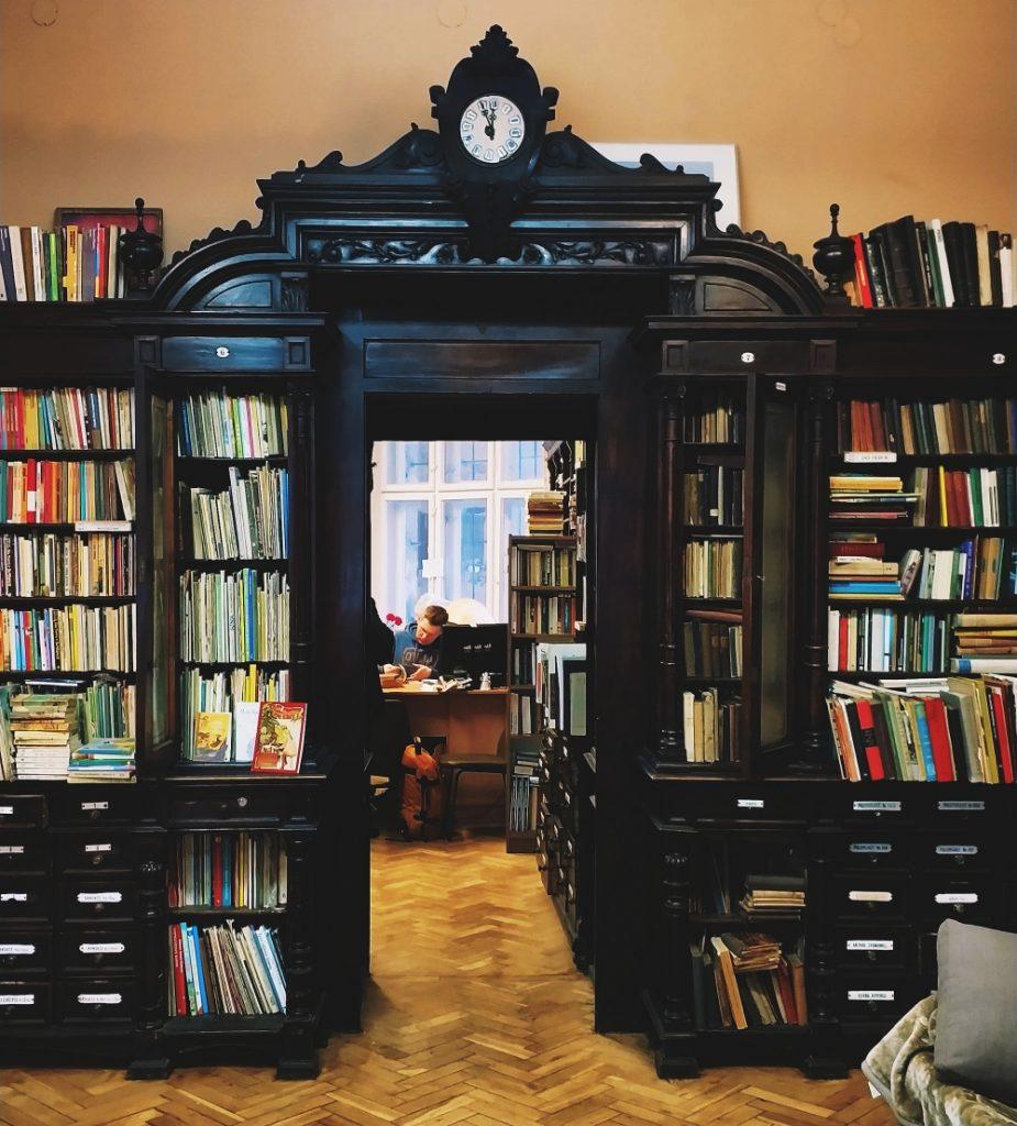 Antykwariat Abecadło w Krakowie. Najpiękniejsze księgarnie w Polsce. Księgarnia w aptece. Księgarnie kameralne