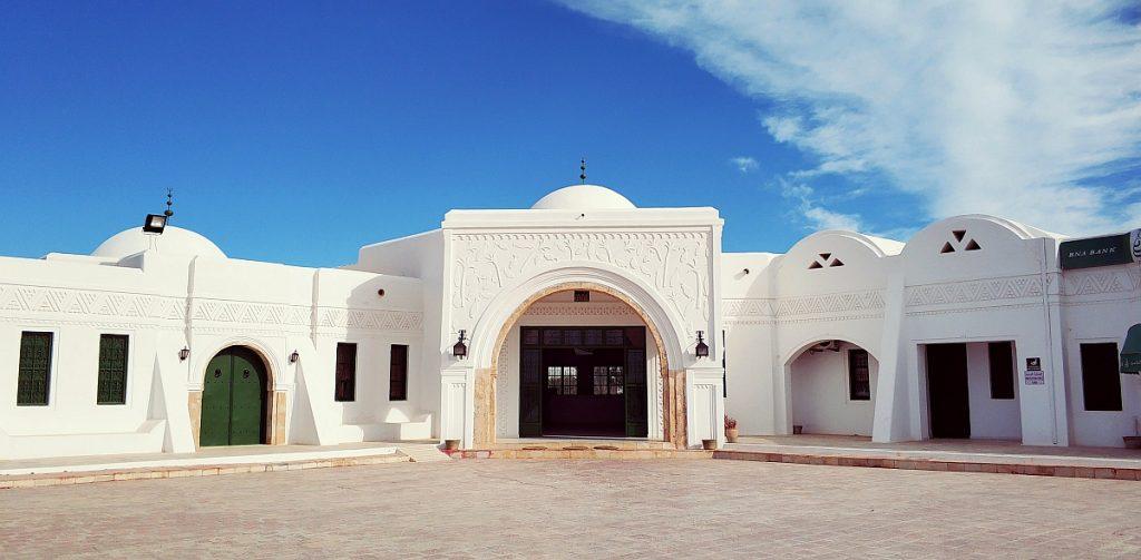 Atrakcje turystyczne Dżerby. Djerba co zwiedzać. Przewodnik po Dżerbie. Co ciekawego zobaczyć na Djarbie. Tunezja Guellala muzeum