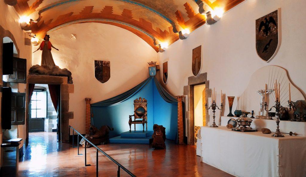 Trójkąt Dalego. Zamek Gali Dali w Pubol. Zwiedzanie Hiszpanii śladem Salvadora Dali. Zamek Salvadora Dali. Atrakcje Katalonii.