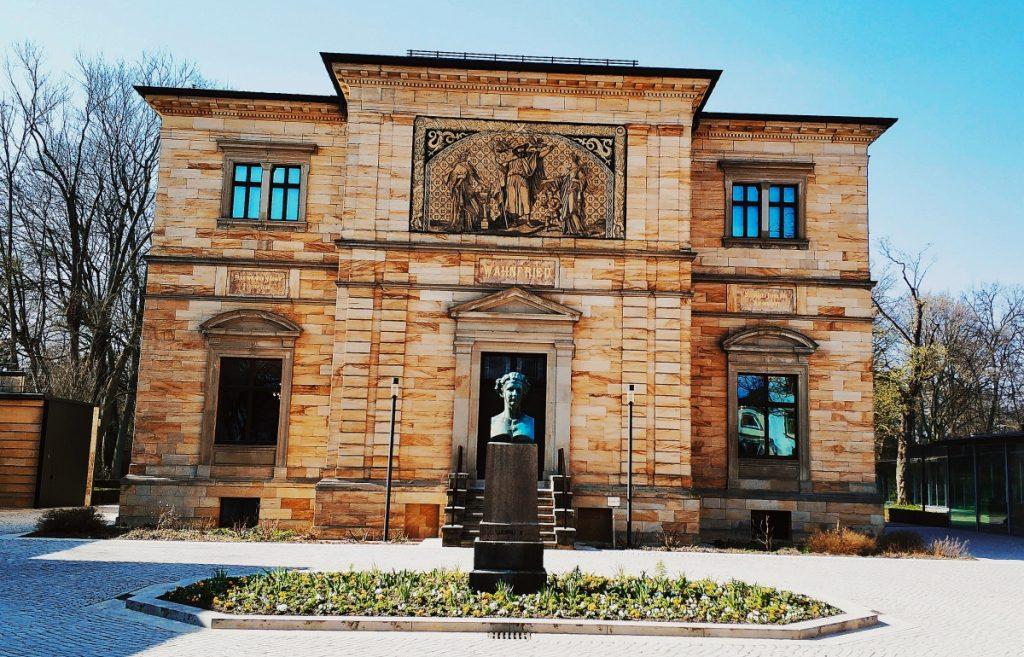 Atrakcje w Bayreuth. Co zwiedzać w Bawarii. Turystyka kulturalna. Wagner