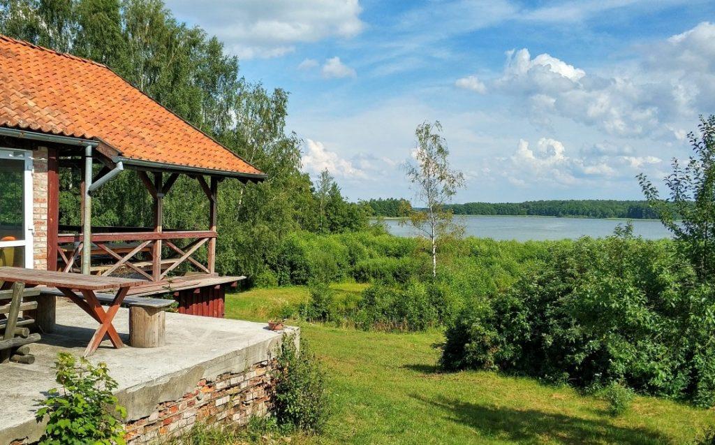 Jerzwałd. Dom Zbigniewa Nienackiego. Jezioro Płaskie