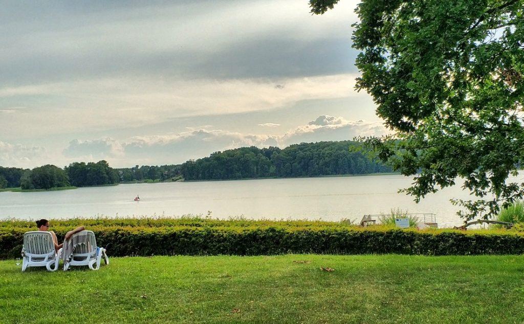 Jezioro Kocioł. Zamek Karnity. Pojezierze Iławskie