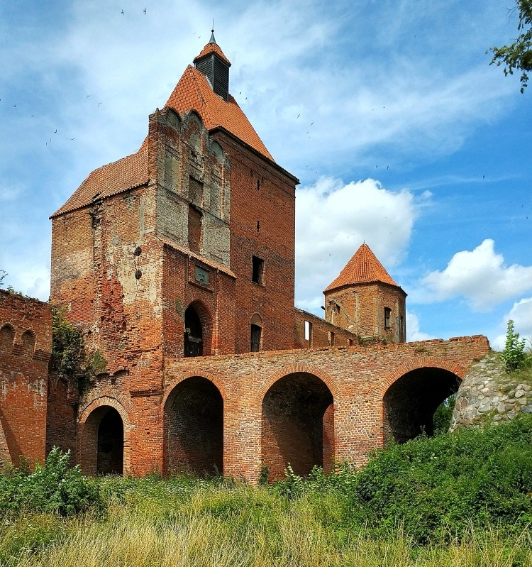 Pojezierze Iławskie. Zamek Szymbark. Film Król Olch