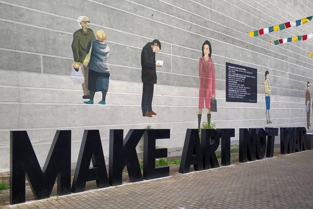 podwórko przy klubie Mózg. Make art not war