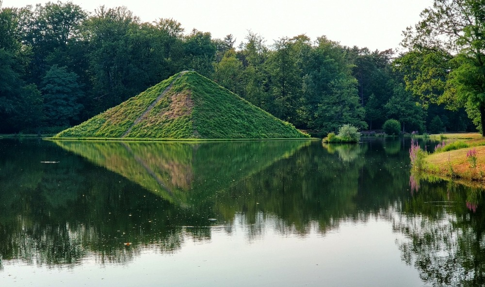 piramida w parku Branitz w Cottbus