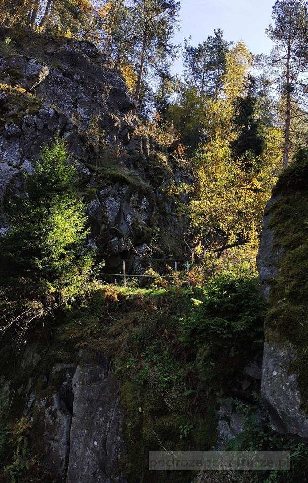 Góry jesienią. Góra Wdżar. Wąwóz papieski