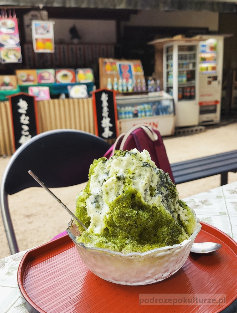 Kakigōri. Shaved ice. Golony lód