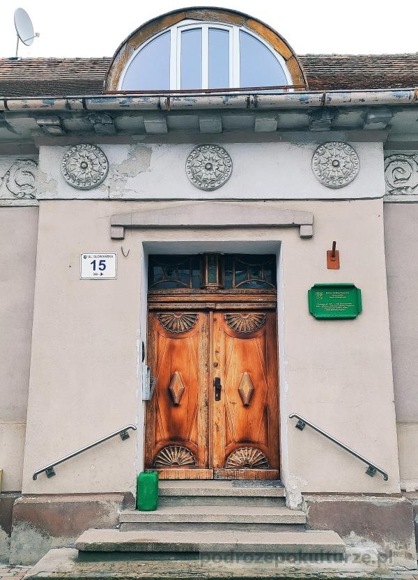 Dom mieszkalny, dawna siedziba urzędu meldunkowego