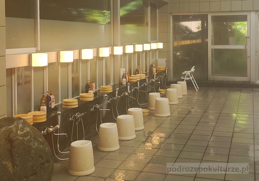 Shimobe onsen. Wnętrze japońskiej łaźni