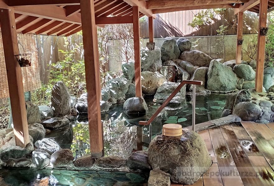 Shimobe onsen rotonburo. Japońskie gorące źródła