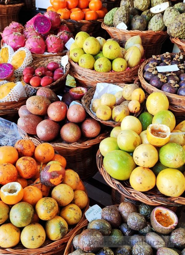 Marakuje na Maderze. Mercado dos Lavradores - targ rolników w Funchal