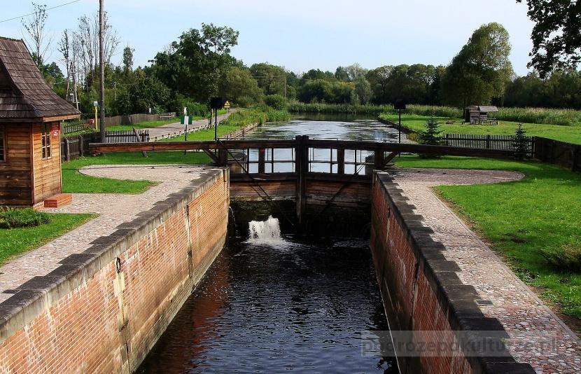 śluza Dębowo kanał Augustowski Biebrzański Park Narodowy