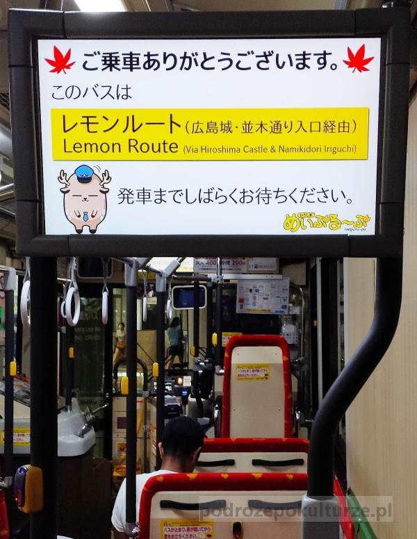 Meipuru-pu autobus, który posiadaczy JR Passa wozi po Hiroszimie bezpłatnie