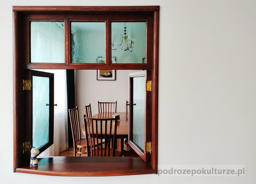 mieszkanie Wisławy Szymborskiej - okienko wydawka