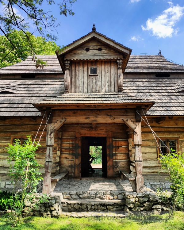 Szlak architektury drewnianej w Małopolsce dworek zacisze w Miechowie