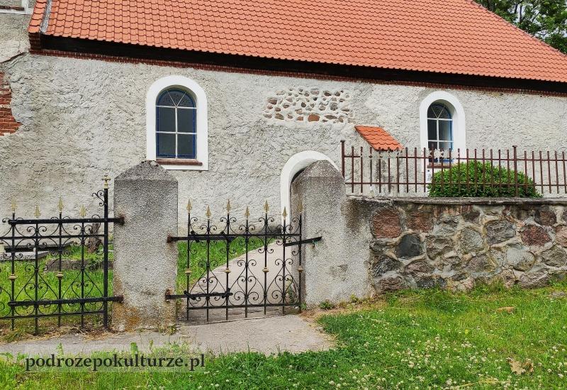Glaznoty wiejski kościół gotycki
