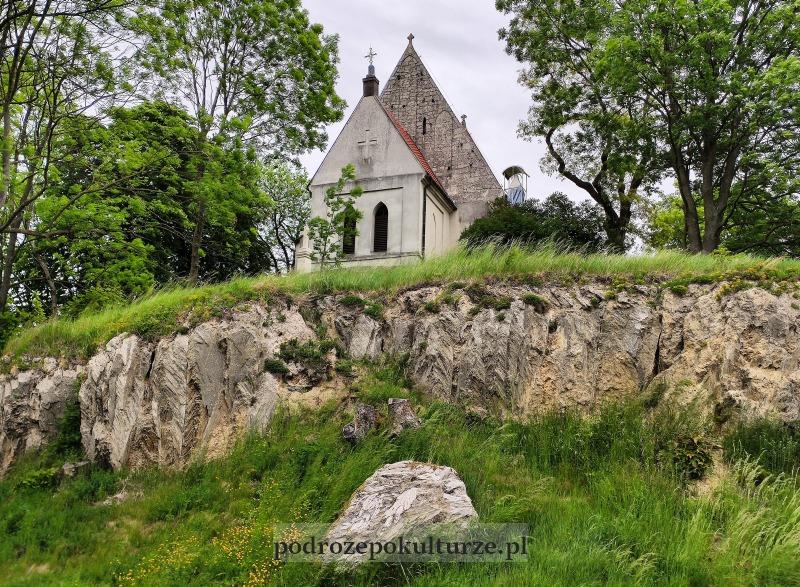 Ponidzie Chotel Czerwony kościół na gipsowej skale