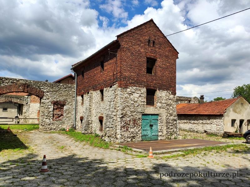 Folwark w Czernichowie. Zabytkowy lamus