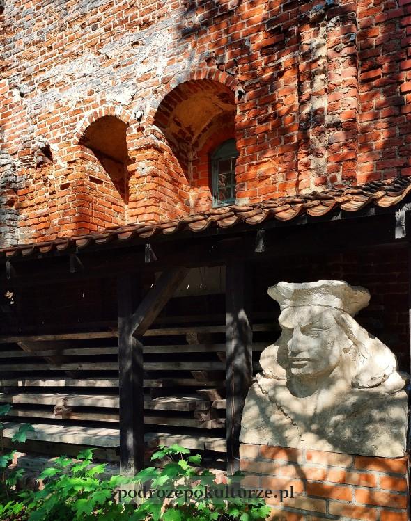 Przezmark gotycki zamek, popiersie Kazimierza Odnowiciela