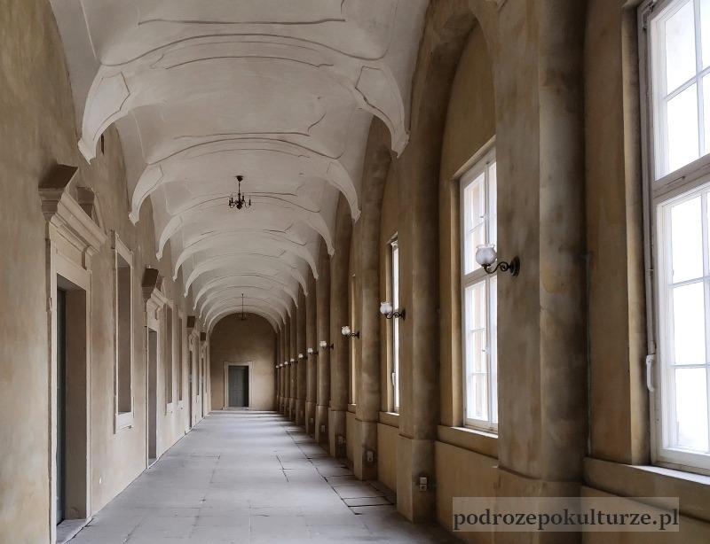 Ziemia kłodzka mało znane atrakcje. Zamek w Międzylesiu zabudowany krużganek