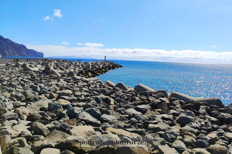 plaża nad oceanem Atlantyckim na Maderze