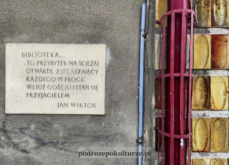 Biblioteka w Bochni Jan Wiktor ceramiczne płytki