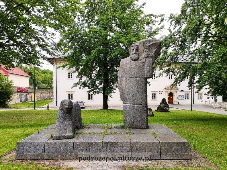Muzeum Regionalne Pińczów pomnik Adolfa Dygasińskiego