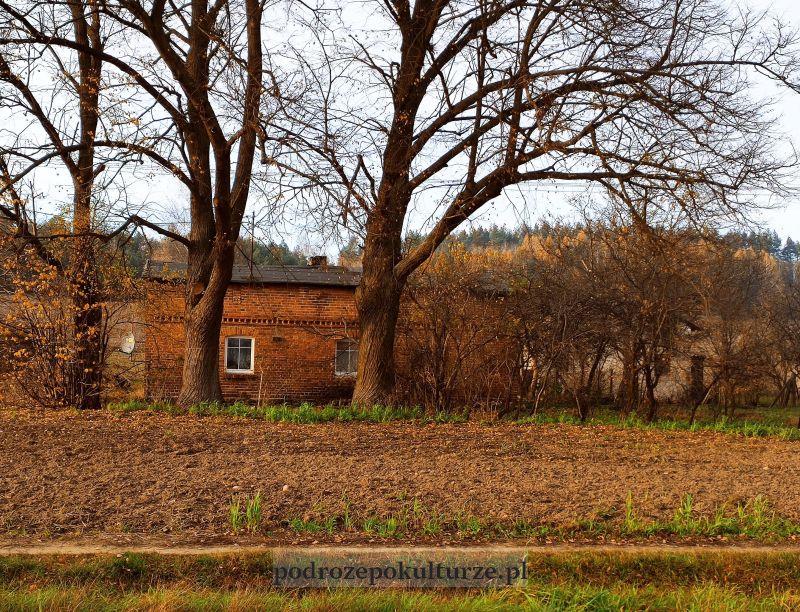 Kurzętnik wieś Lipowiec. Stary dom z czerwonej cegły
