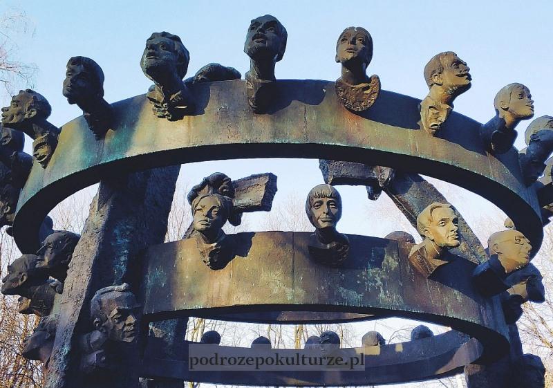 Galeria rzeźb Bronisława Chromego w Parku Decjusza. Nieznane atrakcje Krakowa