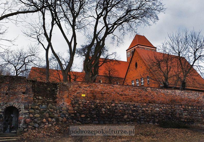 Nowe Miasto Lubawskie mury miejskie przy kościele