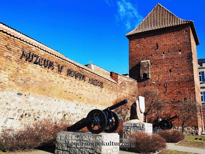 armatki koło baszty brodnickiej Nowe Miasto Lubawskie