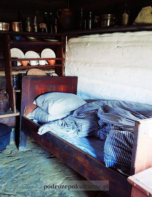 Sądecki Park Etnograficzny: biedacka kurna chata z Łabowej