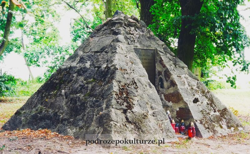 Brodnica atrakcje - piramida. Grób Leopold Friedrich Dittmer