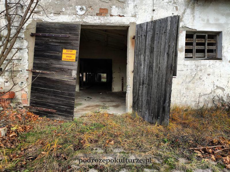 PGR Gubławki okolice Iławy. Zruinowana obora