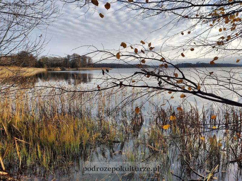 Jeziorak widziany z grobli między wsią Wieprz a wyspą Bukowiec