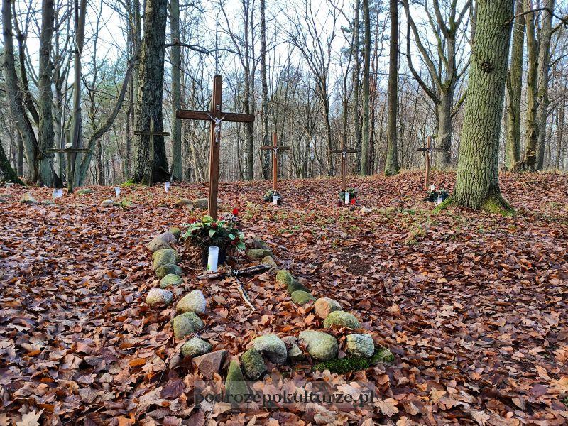 Tajemnicze Pojezierze Iławskie - cmentarz na wyspie Bukowiec na Jezioraku