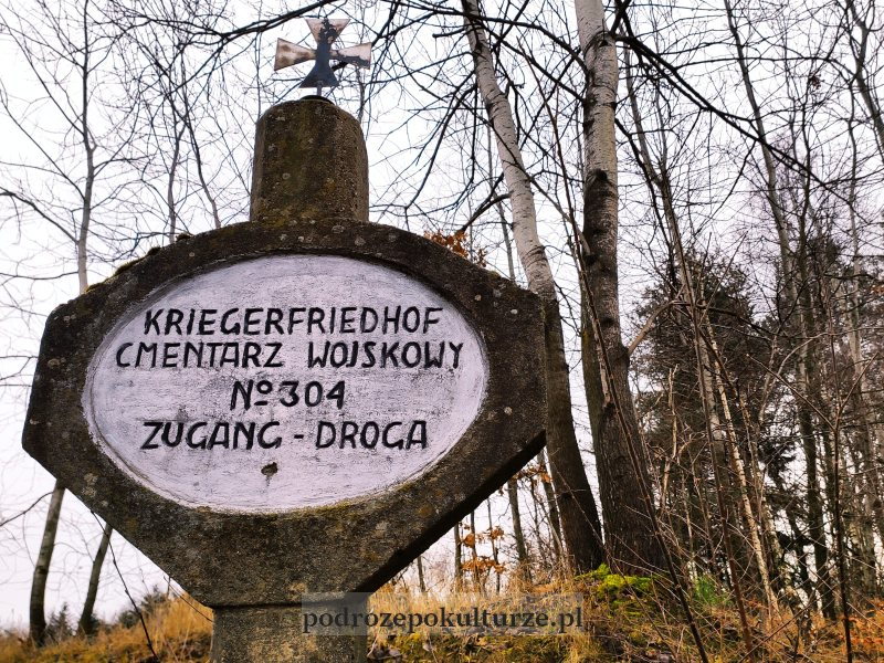 Cmentarz wojenny nr 304 – Łąkta Górna słupek informacyjny
