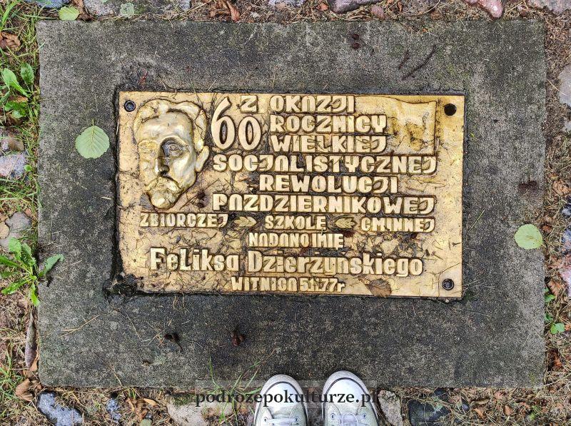Park Drogowskazów i Słupów Milowych Cywilizacji Witnica płyta pamiątkowa Feliksa Dzierżyńskiego