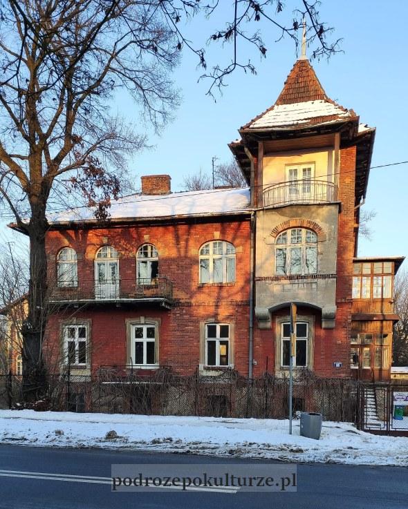 Dębniki - willa z czerwonej cegły na ulicy Szwedzkiej