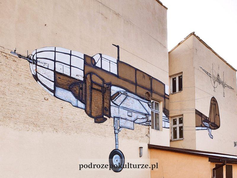 Street art w Rzeszowie - mural z bombowcem Łoś
