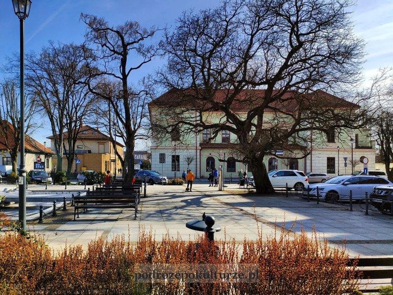 Rynek w Krzeszowicach. Pałacyk Vauxhall