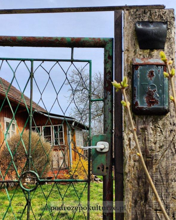 Drewniany dom w Krzeszowicach na ulicy Nowa Wieś