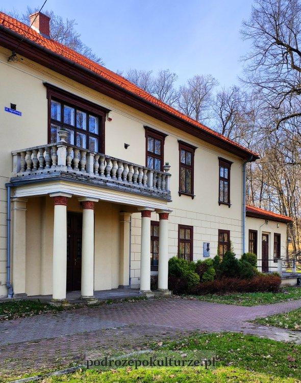 Stary pałac w Krzeszowicach
