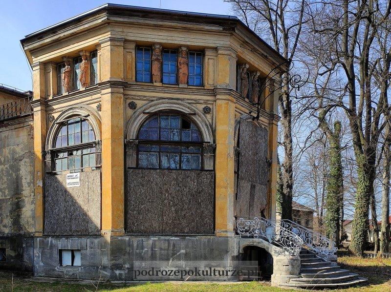 Pałac Potockich w Krzeszowicach ośmioboczna oranżeria